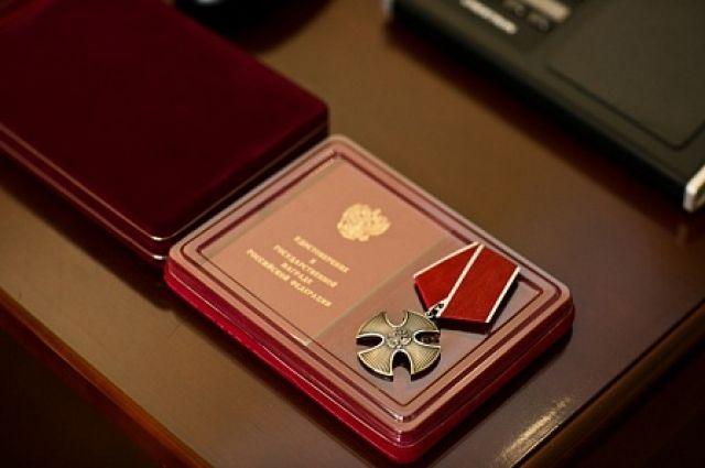 Оренбургских полицейских наградили заспасение людей назаснеженной трассе