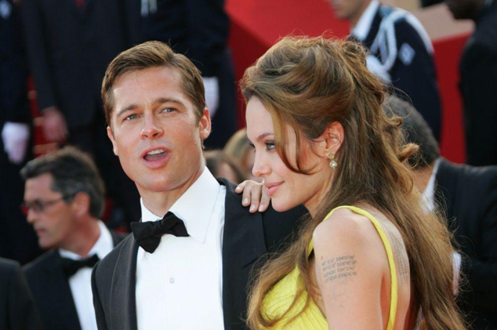 В декабре 2005 года Брэд подал официальное заявление об усыновлении Мэддокса и Захары — приемных детей Анджелины, которое было удовлетворено в январе 2006 года. Тогда же рассеялись последние сомнения — Анджелина в одном из интервью призналась, что беременна.