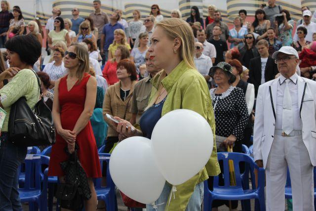 21сентября вСалехарде запустят 300 белых шаров ввиде голубей