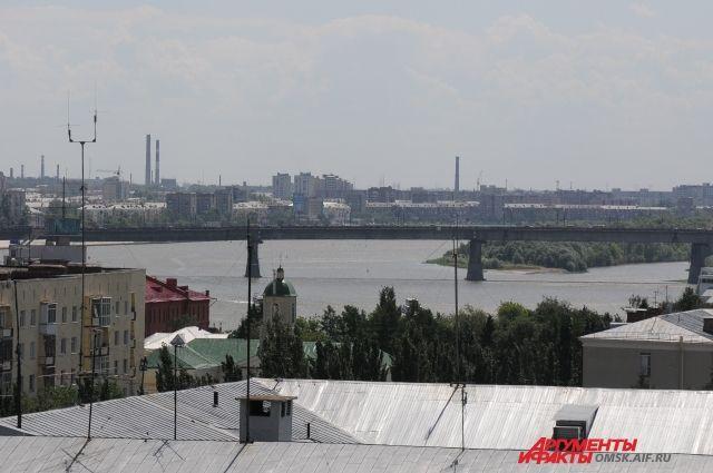 Омск расположен на слиянии двух рек, поэтому мосты - жизненная необходимость.
