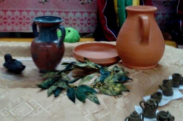 ...где можно было освоить древнее гончарное искусство.