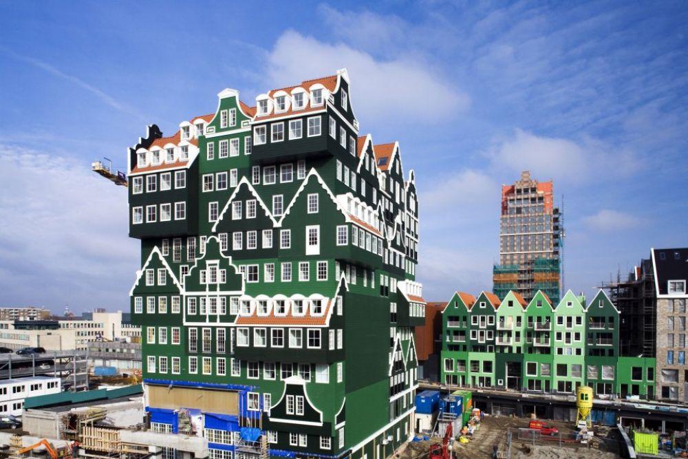 Нидерландский ярко-зеленый отель Inntel Amsterdam Zaandam тоже очень выделяется в нашем списке самых оригинальных отелей
