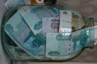 Один из похитителей спрятал деньги в стеклянную банку и закопал в землю.
