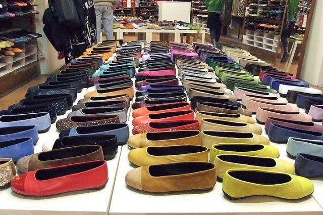 На маркировке обуви не было информации о материале изготовления, подкладке, размере обуви.