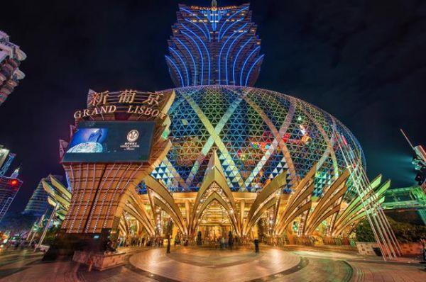Отель Grand Lisboa, стоимостью в почти 400 миллионов долларов выглядит как цветок лотоса и находится в Макао