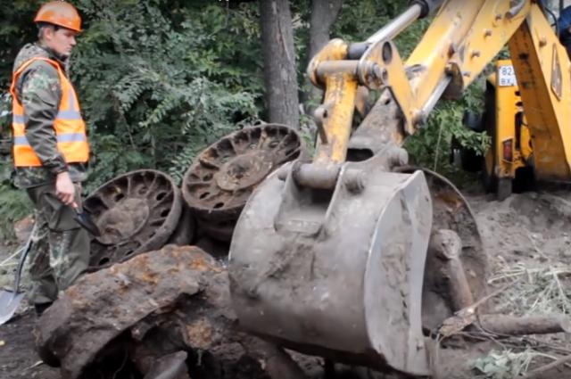 ВВоронеже после сноса дома поисковики обнаружили фрагменты советской бронетехники