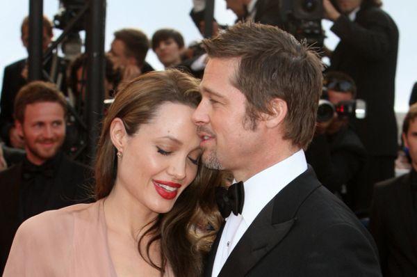Питт и Джоли познакомились на съемках комедийного боевика «Мистер и миссис Смит». Пара узаконила свои отношения 23 августа 2014 года после 9 лет совместной жизни.