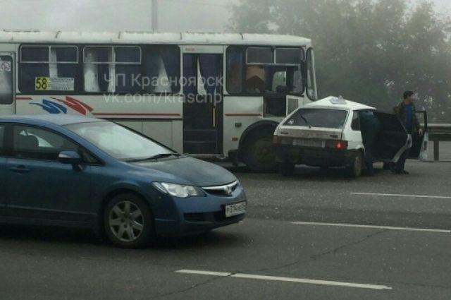 Среди пассажиров автобуса пострадавших нет.