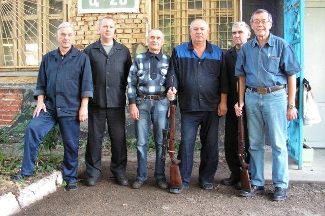 Рабочая группа, которая создает МР-142К (М.Е. Драгунов крайний справа).