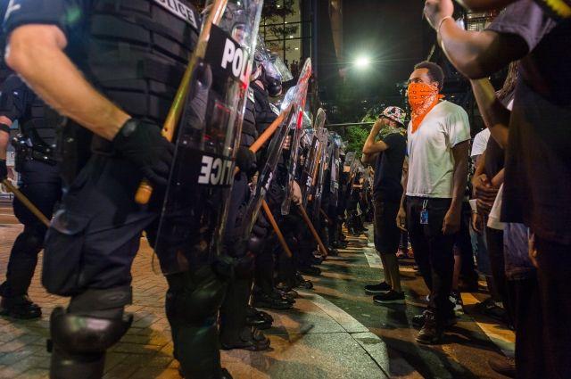 Впроцессе беспорядков вамериканском городе Шарлотт пострадали полицейские