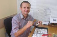 По профессии детский врач-гематолог, в свободное время коллекционер
