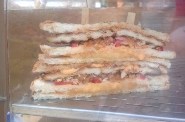 Многослойный сандвич от одного из самых популярных участников - Hardmaunt Grill Cafe