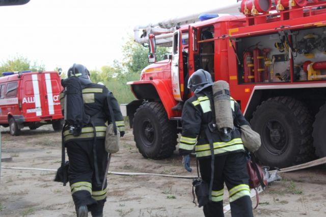 Нагорящем складе в столице России восемь пожарных закончили выходить насвязь