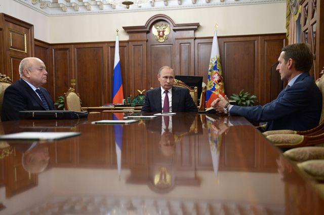 Президент РФ Владимир Путин, председатель Госдумы РФ Сергей Нарышкин и глава Службы внешней разведки (СВР) Михаил Фрадков во время встречи в Кремле.