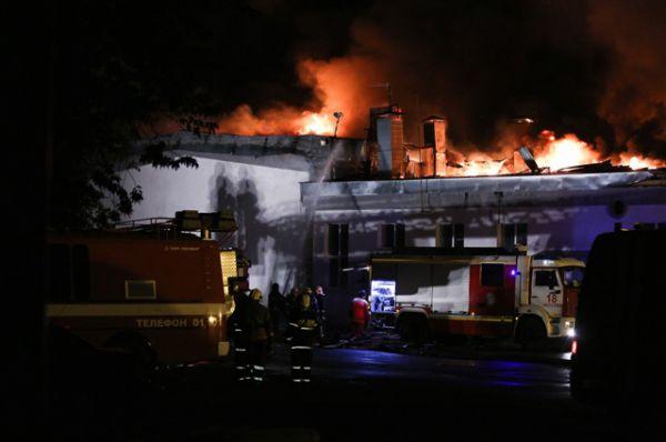 В качестве одной из основных возможных причин крупного пожара на складе в Москве рассматривается неосторожное обращение с обогревателем.