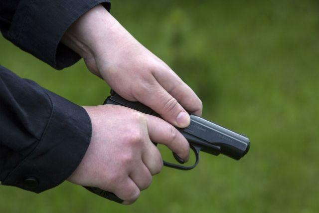 Полицейский в потасовке выстрелил вживот конкуренту