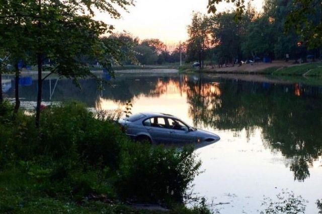 Мужчина утонул в собственном «Лэнд Крузер 200»