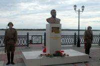 Памятник Сталину установлен на набережной Оби.