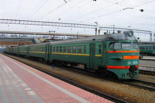 2-х девятиклассников сняли скрыши электрички Павловск— Петербург