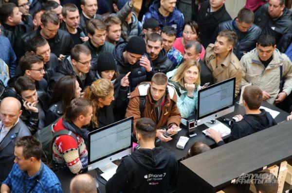 Начало продаж iPhone 7 в России.