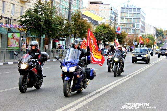 Поулицам Казани проследует колонна мотоциклистов совсей РФ