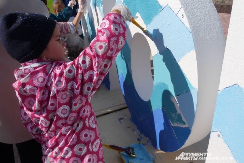 """Все желающие смогли раскрасить арт-объект """"Море жизни""""."""