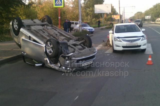 ВКрасноярске нетрезвый шофёр протаранил иномарку иперевернулся