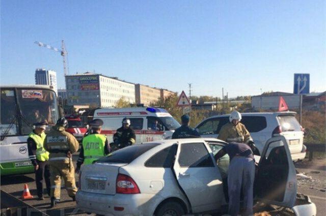 Из-за аварии водители простояли несколько часов в пробке.