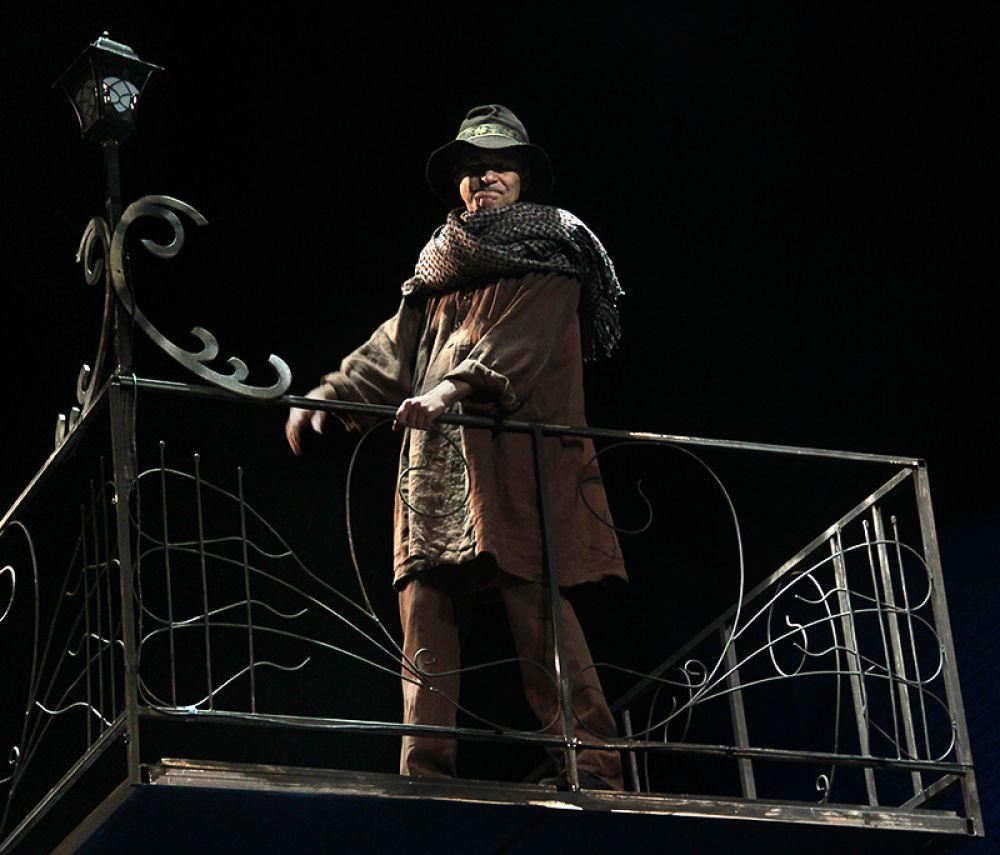 Трагик Громилов (Виктор Чукин) всегда благороден, если пьян