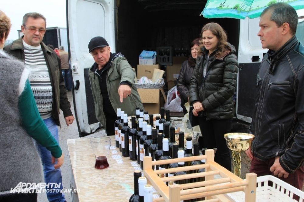 Некоторые сорта винограда и вина называются в честь нашей земли, в дань нашей земли. «Тихий Дон» есть, есть «Емельян Пугачев», — пояснил винодел из Новочеркасска Евгений Макеев.