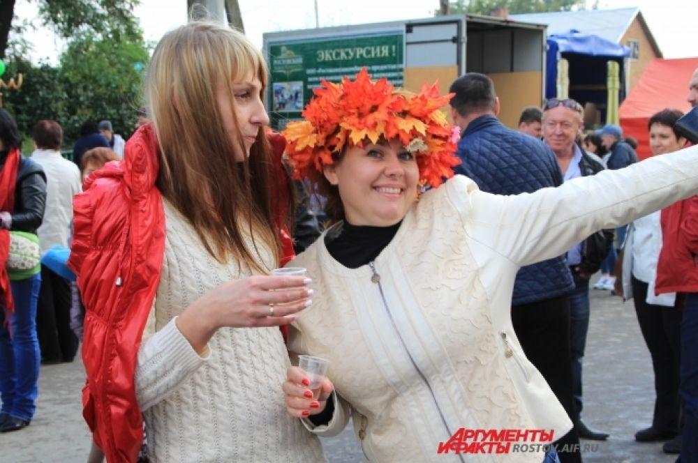Усть-Донецкий район расположен в самом сердце Ростовской области. Именно сюда, в хутор Пухляковский, по традиции в конце сентября съезжаются донские виноделы и любители благородного напитка со всей России.