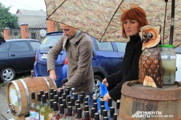 Пока большинство частных виноделов остаются в тени. Производят несколько тонн напитка в год в домашних условиях. Отсюда и название «гаражники».