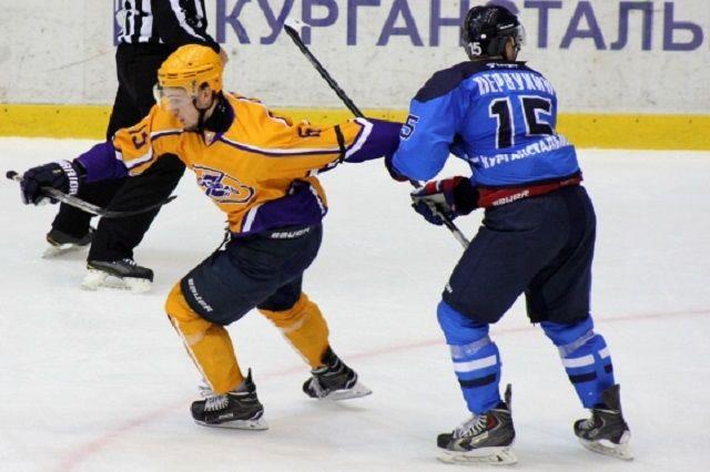 Подороге вТюмень вДТП угодила хоккейная команда «Ладья»