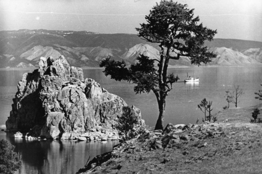 Остров Ольхон и знаменитая скала Шаманка.