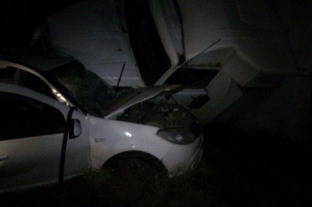 Столкновение фургона и«Рено» под Ярославлем: шофёр легковушки погибла наместе