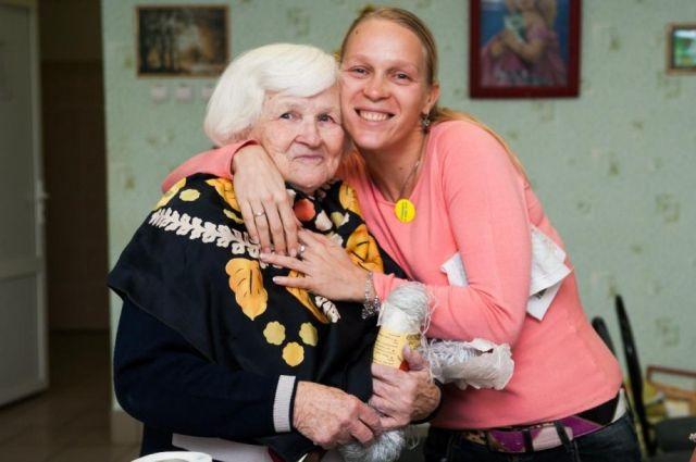 На попечении у донских волонтёров  почти 500 бабушек и дедушек.