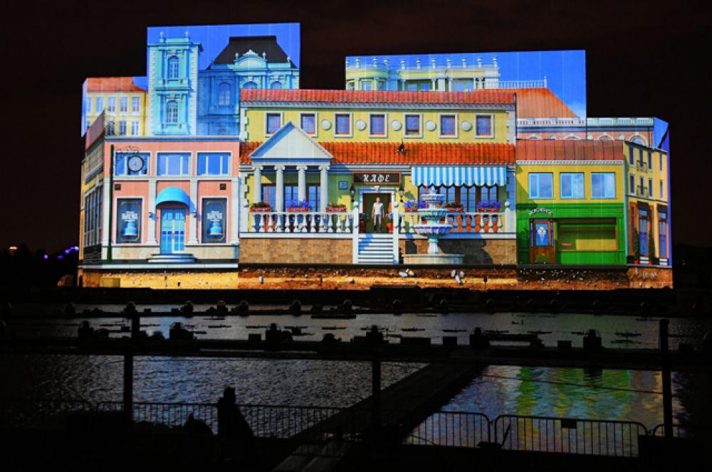 Темой светового шоу над Гребным каналом стала копия Керченского моста, которая соединит земляную косу в центре канала с берегом со стороны стадиона «Крылатское».