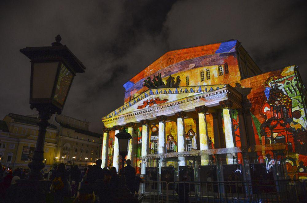Также фестивальными площадками, на которых представили световые шоу, стали ВДНХ, Манежная площадь, Гребной канал в Крылатском и здание Большого театра.