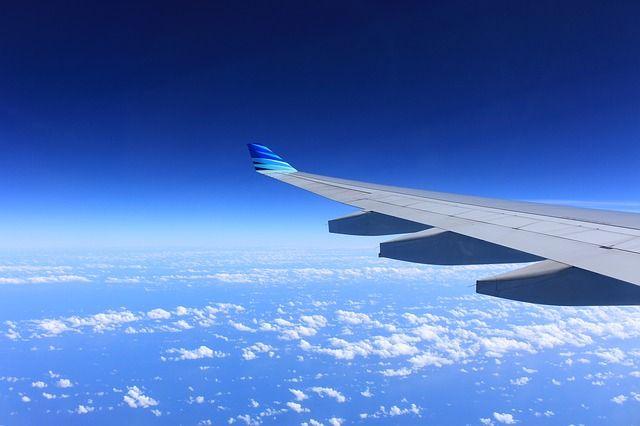 1-ый японский пассажирский самолет проходит проверку в русском небе