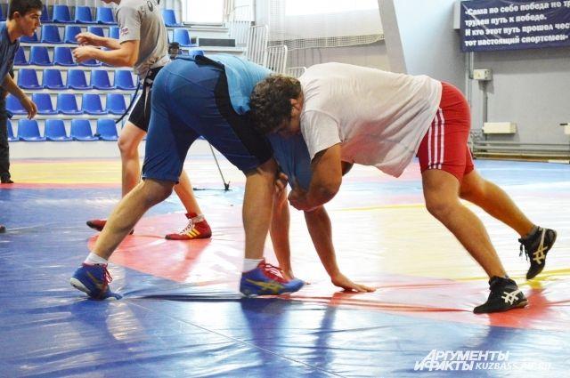Борец Виктор Рассадин— серебряный призер интернационального турнира «Шахтерская слава»