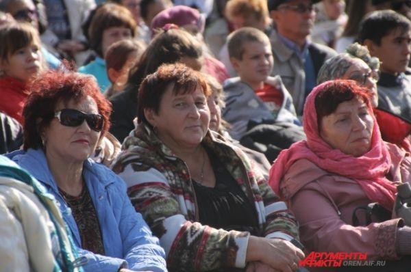 Все жители села собрались на праздник.