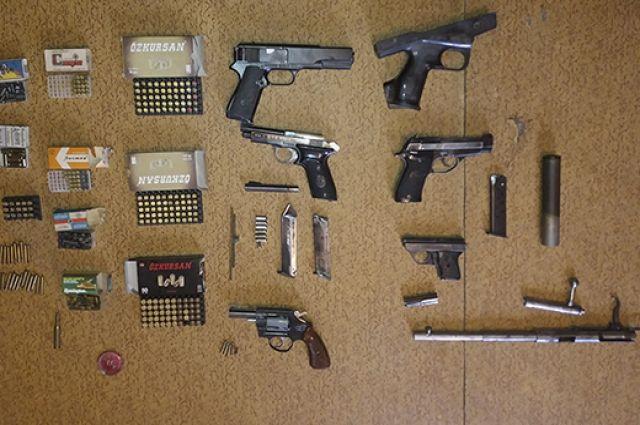 Изъятые пистолеты