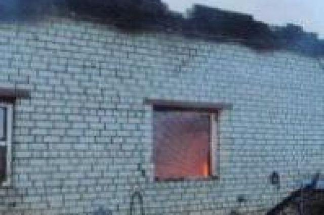 ВКрымске полицейские спасли изгорящей многоэтажки пенсионерку