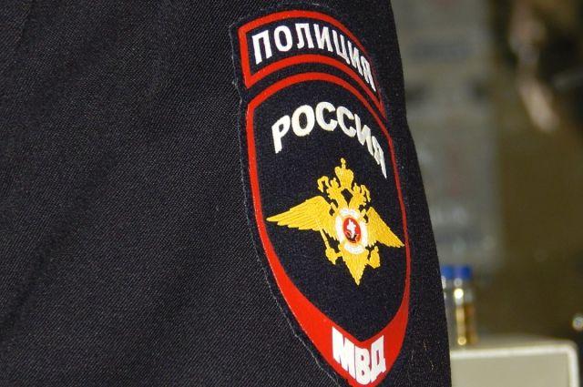 Полицейского подозревают визбиении жителя Чертковского района