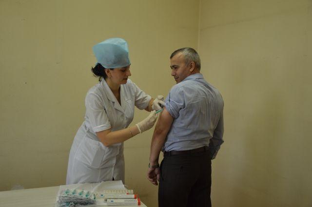 17:45 0 17  Министр здравоохранения Адыгеи сделал прививку от гриппаВ рамках акции было привито более 80 человек