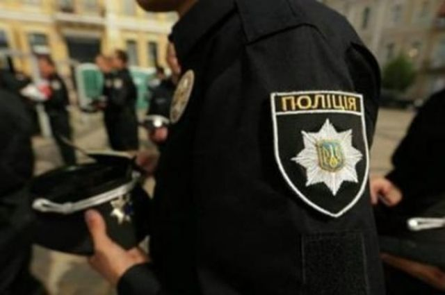 ВМариуполе полицейские задержали мужчину с тесаком