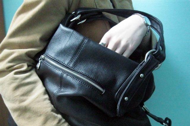 Жительница Архангельска ограбила пенсионерку наулице