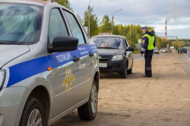 ВВоронежской области перевернувшаяся фура раздавила сидящего впатрульной машине полицейского