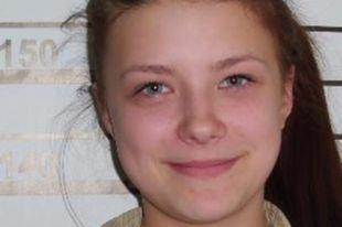 В Калининградской области ищут сбежавшую из детдома 14-летнюю девочку.