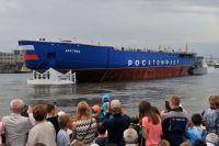В июне новый ледокол «Арктика» торжественно спустили со стапелей на воду Невы.